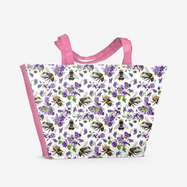 Пляжная сумка «Шмели, пчёлы, насекомые, фиалки, виолы, анютины глазки, белый фон»