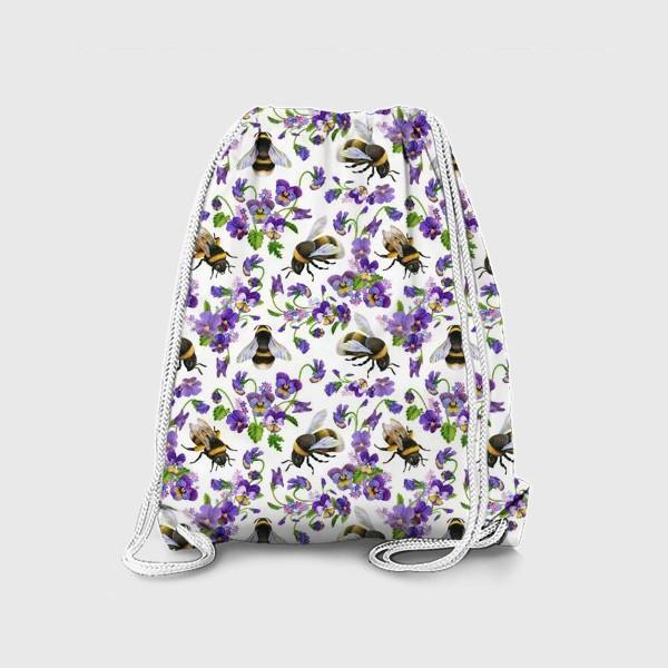 Рюкзак «Шмели, пчёлы, насекомые, фиалки, виолы, анютины глазки, белый фон»