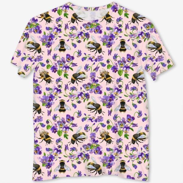 Футболка с полной запечаткой «Шмели, пчёлы, насекомые, фиалки, виолы, анютины глазки, розовый фон»