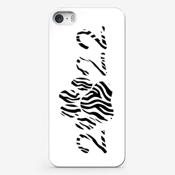 Чехол iPhone «Тигровая лапа. Новый год тигра 2022. Минималистичный дизайн. Стильный черно-белый принт. Для мальчиков и мужчин. Полоски»