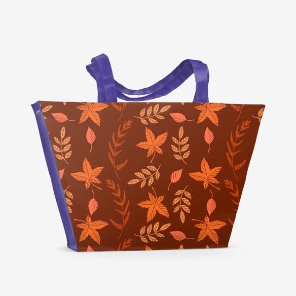 Пляжная сумка «Осенние листья на коричнево красном»