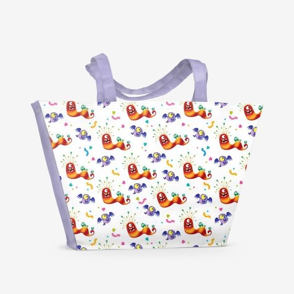 Пляжная сумка «Бесшовный паттерн с веселыми полосатыми монстриками»