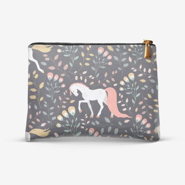 Косметичка «Паттерн, красивые лошади на фоне цветов и растений»