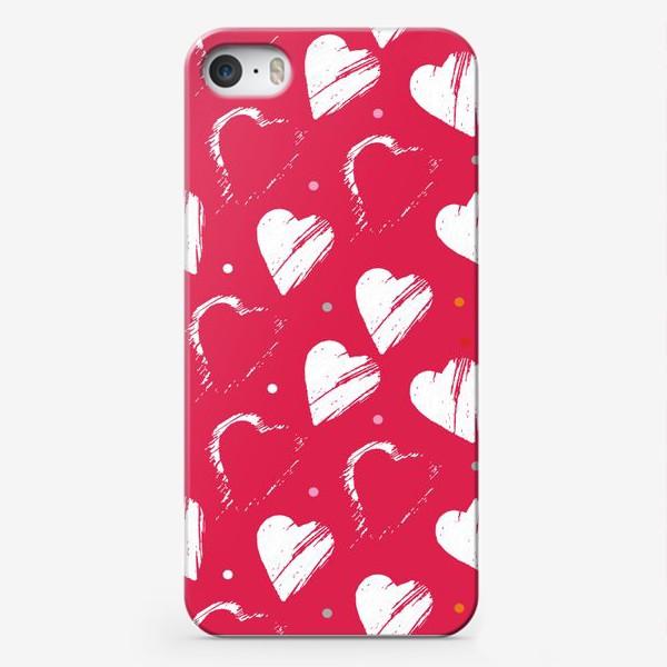 Чехол iPhone «Сердца в красном»