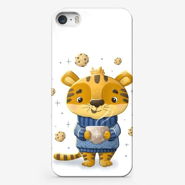 Чехол iPhone «Новогодний тигр с кофе и печеньем. »