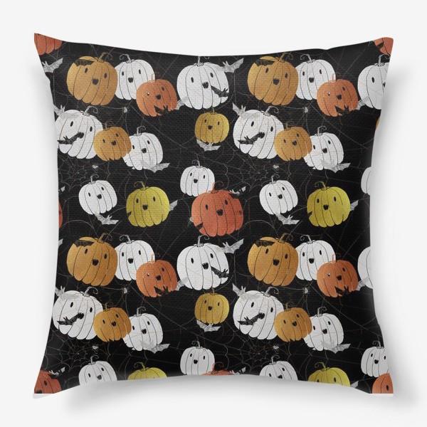 Подушка «Разноцветные тыквы и летучие мыши на Хэллоуин (Halloween)»