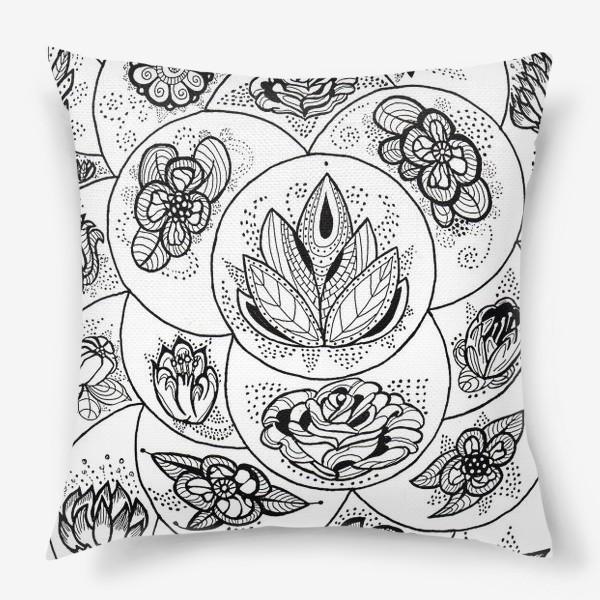 Подушка «Цветы в черно-белом»