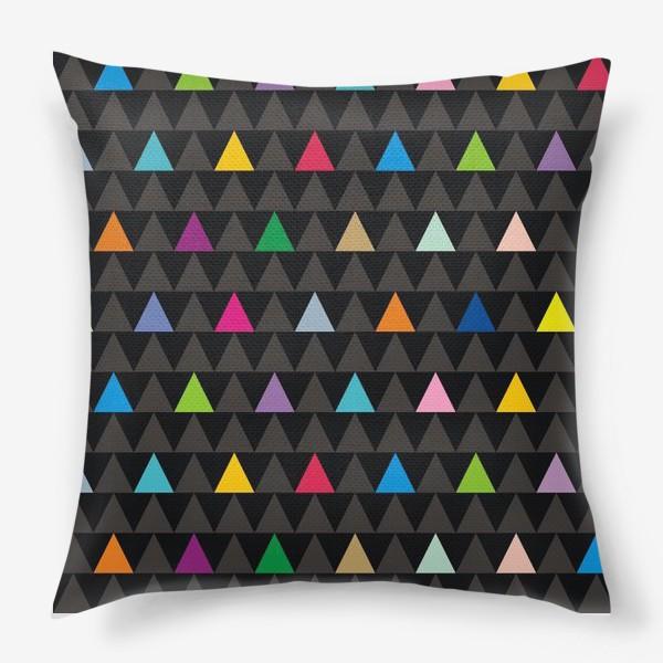 Подушка «Цветные треугольники на черном фоне»