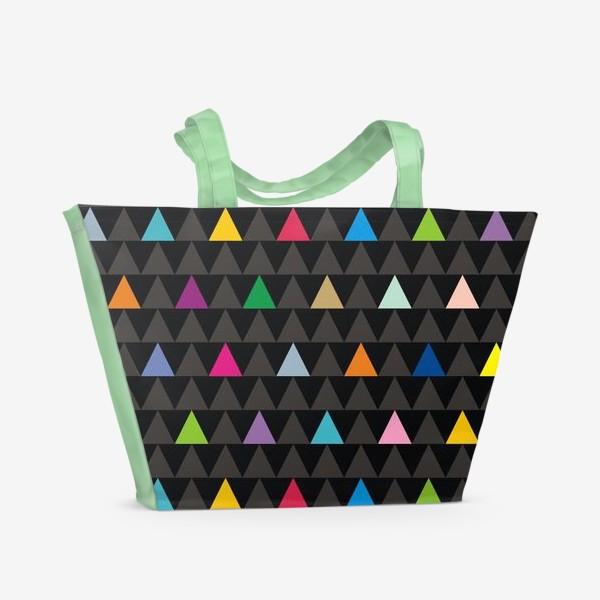 Пляжная сумка «Цветные треугольники на черном фоне»
