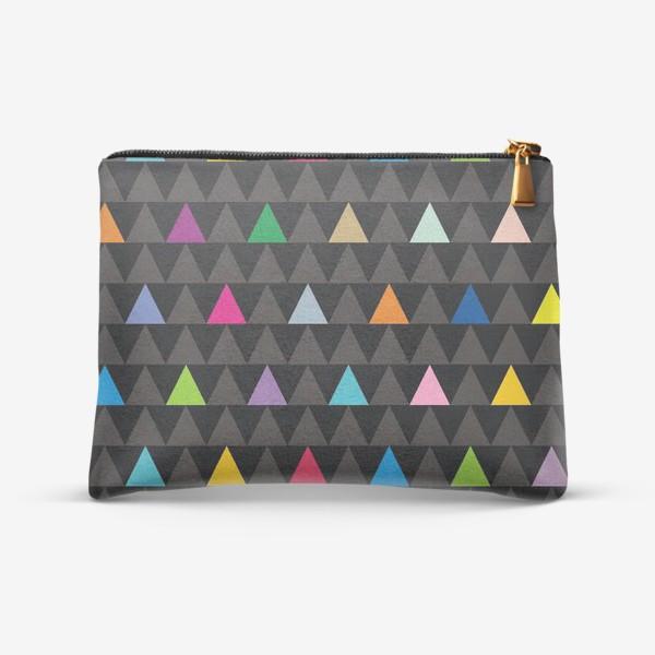 Косметичка «Цветные треугольники на черном фоне»