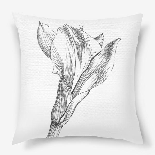 Подушка «Почти раскрывшийся цветок»