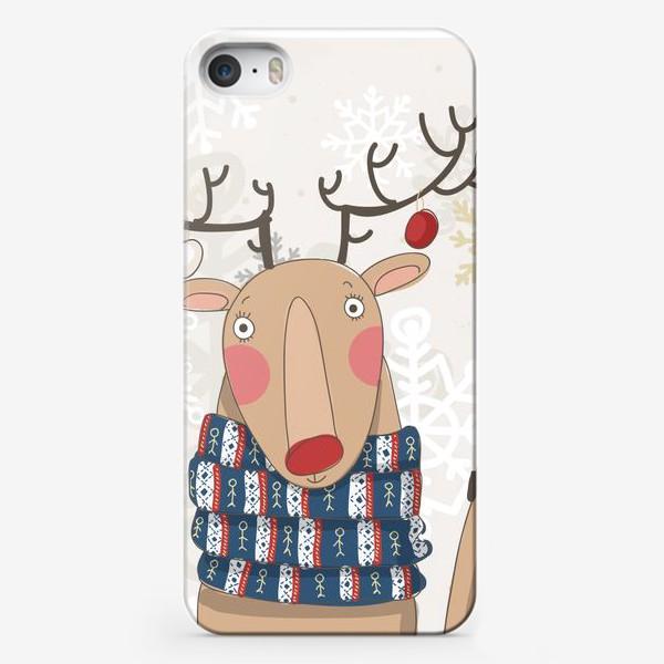 Чехол iPhone «Веселый и добрый Олень в шарфе с людьми. Зима. Снежинки»