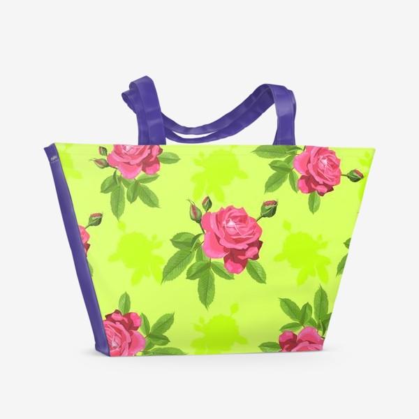 Пляжная сумка «Яркий паттерн с розами на салатовом фоне.»