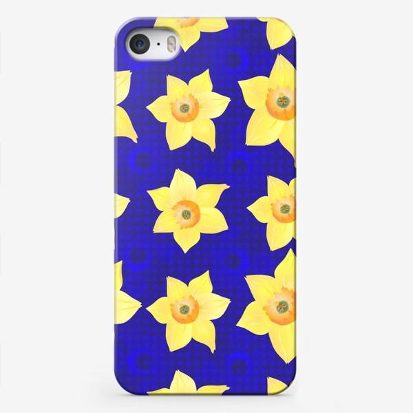 Чехол iPhone «Красивые желтые нарциссы на интересном »