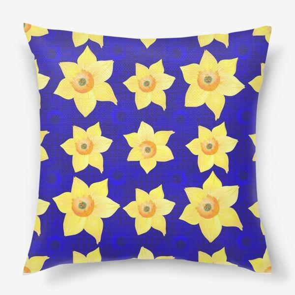 Подушка «Красивые желтые нарциссы на интересном »
