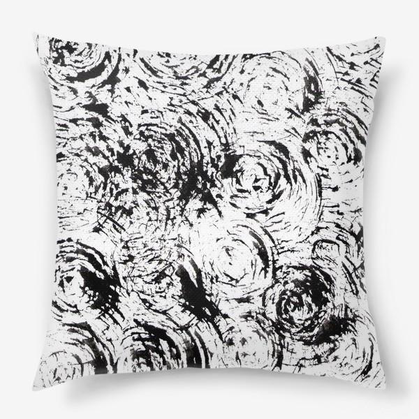 Подушка «круги и штрихи»