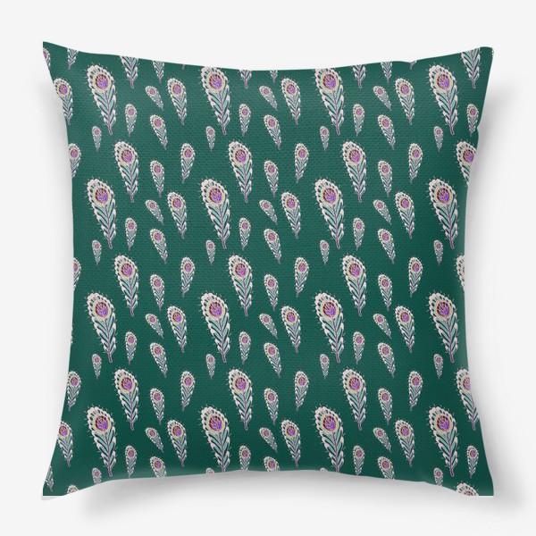Подушка «Расписные перья павлинов на зеленом фоне»