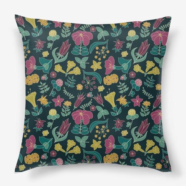 Подушка «Тропические цветы на черном фоне»