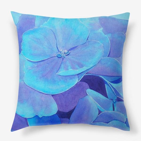 Подушка «Цветы голубой гортензии, акварельный летний ботанический принт»