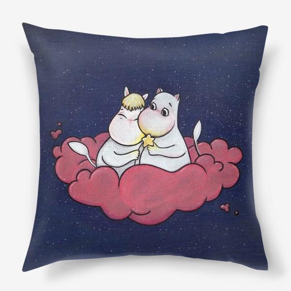 Подушка «Муми-тролли на облаке»