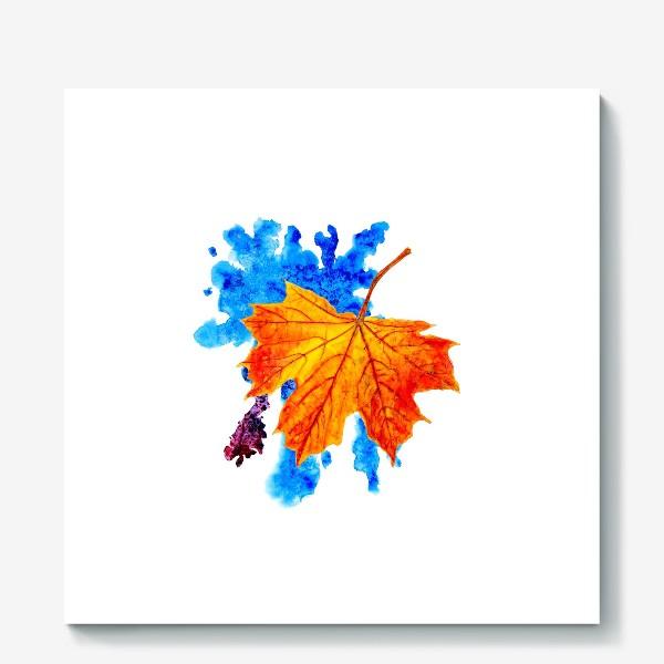 Холст «Осенний лист клена на акварельной синей кляксе»