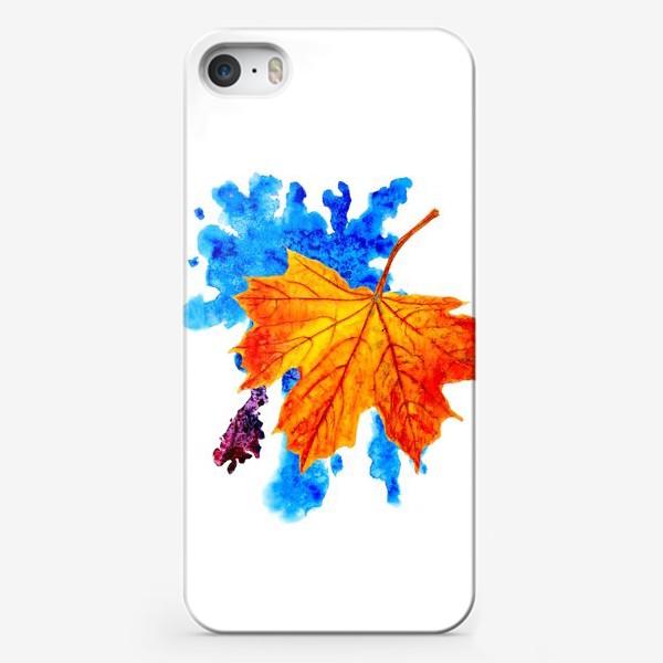 Чехол iPhone «Осенний лист клена на акварельной синей кляксе»