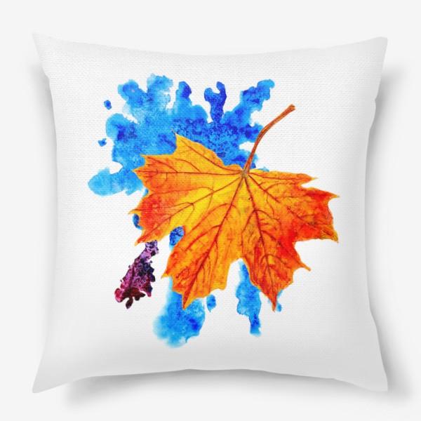 Подушка «Осенний лист клена на акварельной синей кляксе»