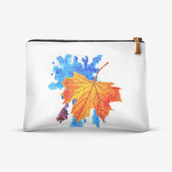Косметичка «Осенний лист клена на акварельной синей кляксе»