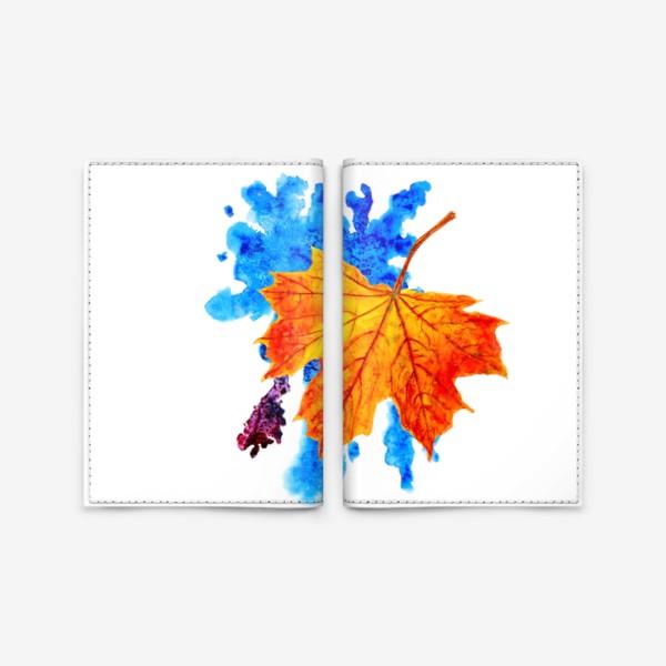 Обложка для паспорта «Осенний лист клена на акварельной синей кляксе»
