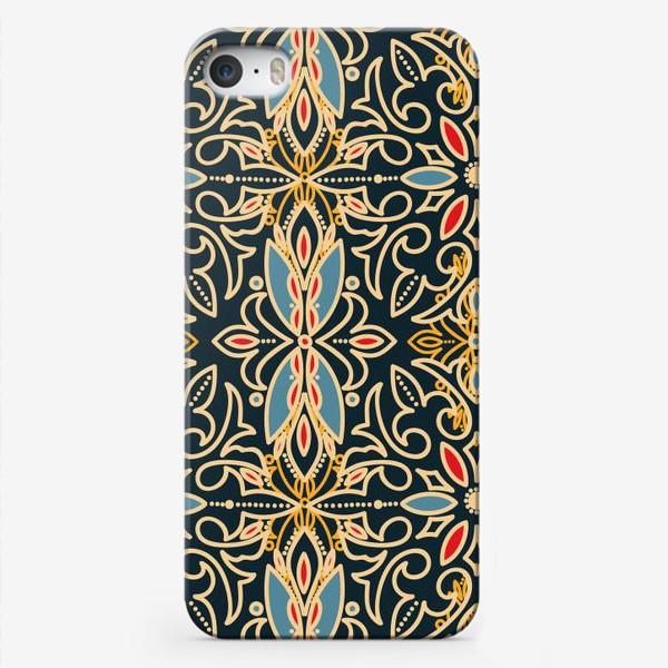 Чехол iPhone «Черный с золотом паттерн»