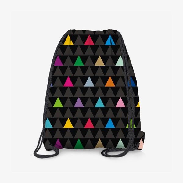 Рюкзак «Цветные треугольники на черном фоне»