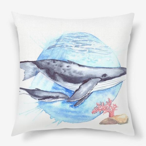 Подушка «Кит с китенком на фоне круга море и коралл»