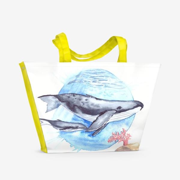 Пляжная сумка «Кит с китенком на фоне круга море и коралл»