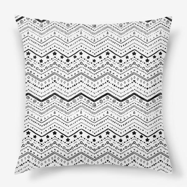 Подушка «Черные узоры на белом»