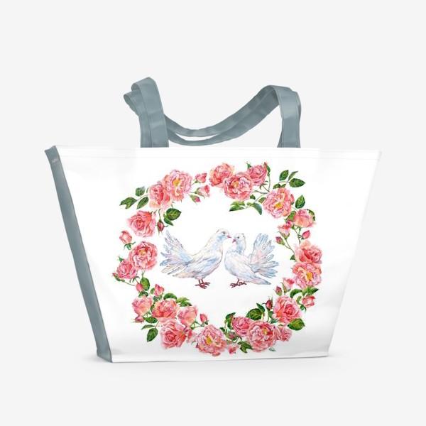 Пляжная сумка «Влюбленные голубки и розовый венок»