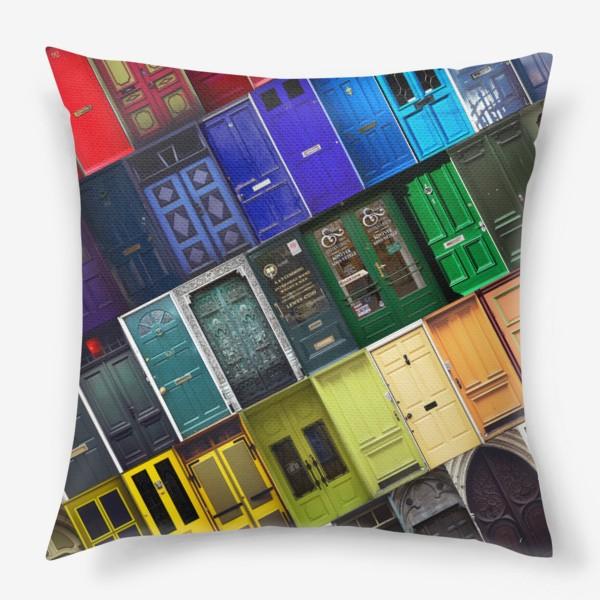 Подушка «Двери из разных стран»