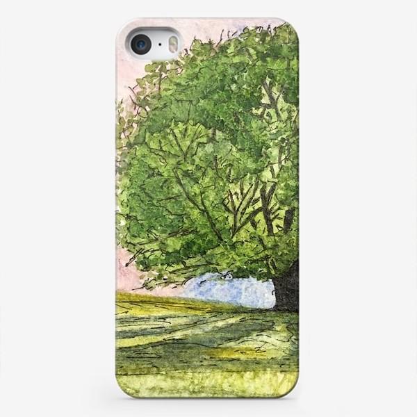 Чехол iPhone «дерево в поле»