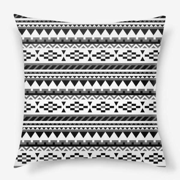 Подушка «Черно-белый ацтекский паттерн»