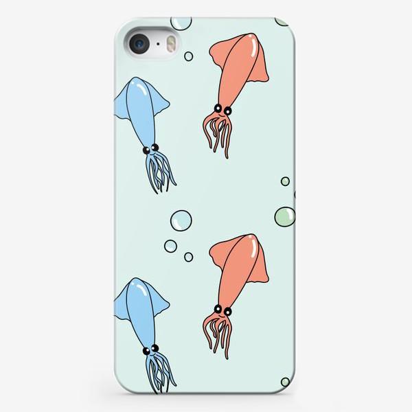 Чехол iPhone «Паттерн с кальмарами на голубом»