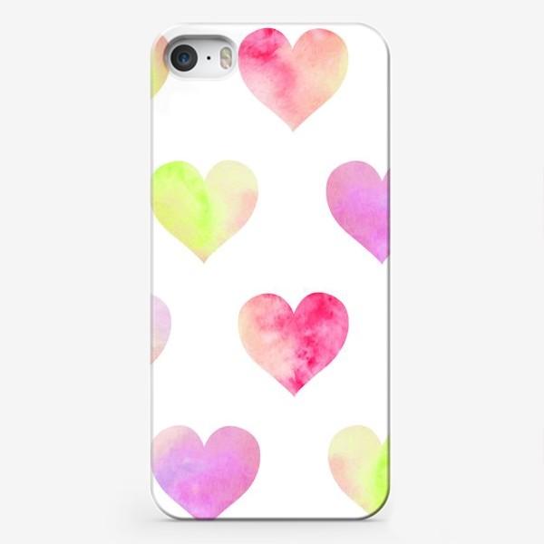 Чехол iPhone «Паттерн из разноцветных сердец»