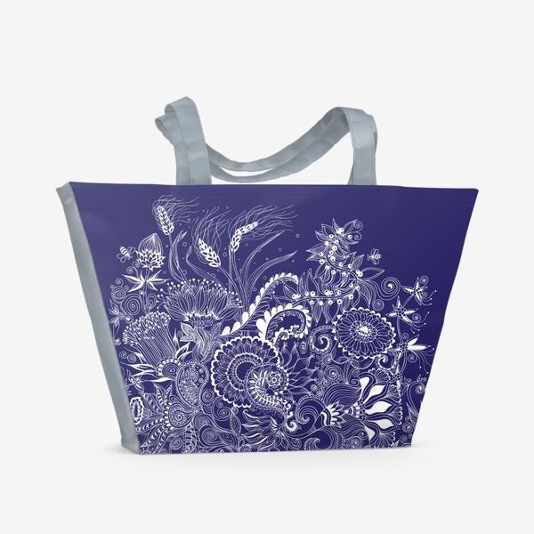Пляжная сумка «Белые на синем, дудлинг»