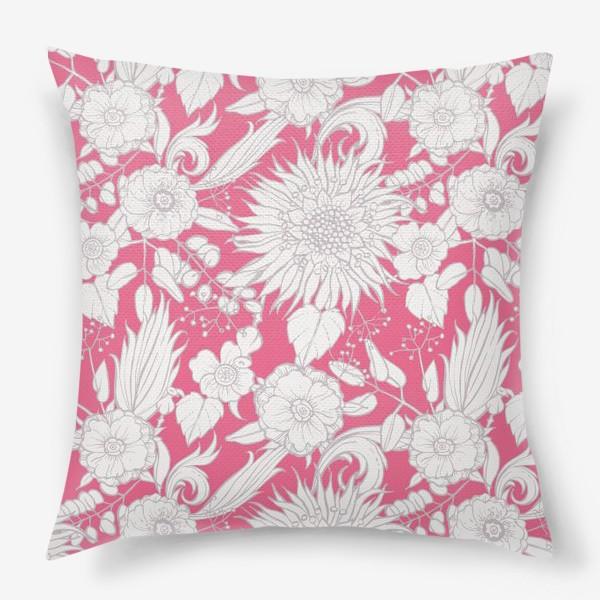 Подушка «Паттерн из луговых цветов на розовом фоне»