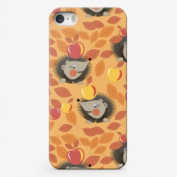 Чехол iPhone «ежи собирают яблоки в осеннем лесу»