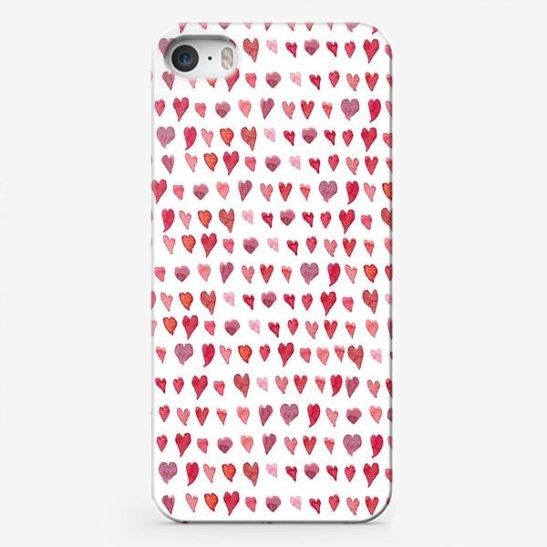 Чехол iPhone «Паттерн с акварельными сердечками»