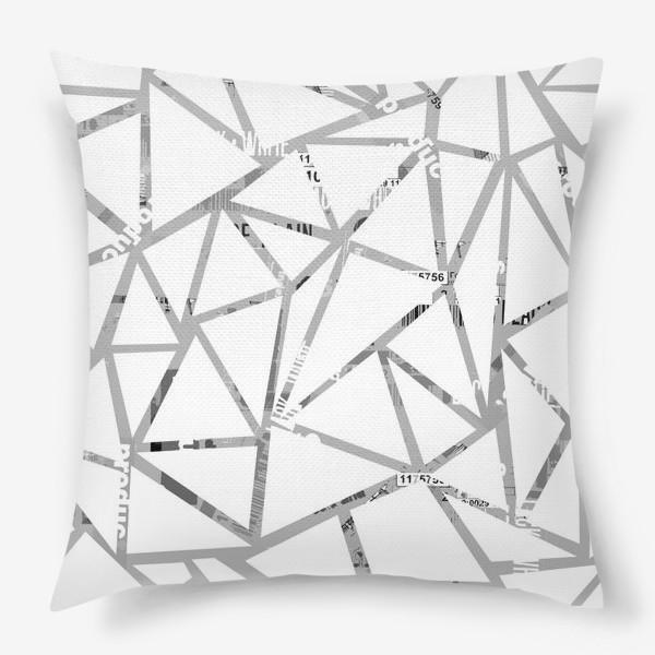 Подушка «Треугольная структура с шрифтовым коллажем»