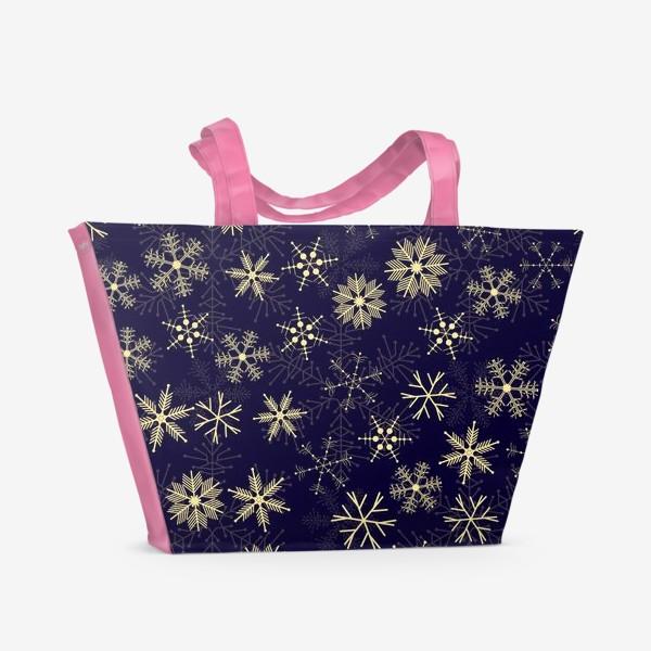 Пляжная сумка «Снежинки на синем фоне»