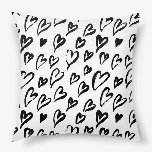 Подушка «Черные сердечки. Бесшовный паттерн»