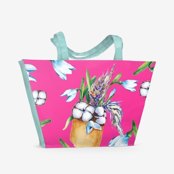 Пляжная сумка «Подснежники, хлопок и перышки на розовом фоне паттерн»