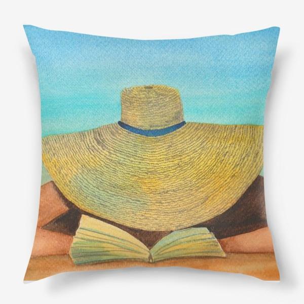 Подушка «Девушка в шляпе на пляже с книгой»