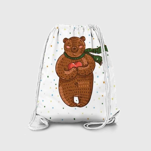 Рюкзак «Мишка в шарфе с сердцем в руках на белом фоне в цветные точки»